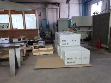 Щитки этажные на складе.